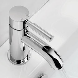 Crosswater Fusion Basin Mixer Tap With Waste (Chrome).